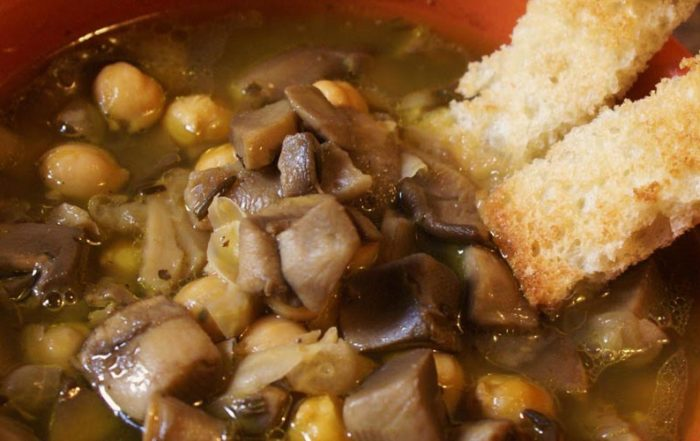 zuppa-ceci-funghi